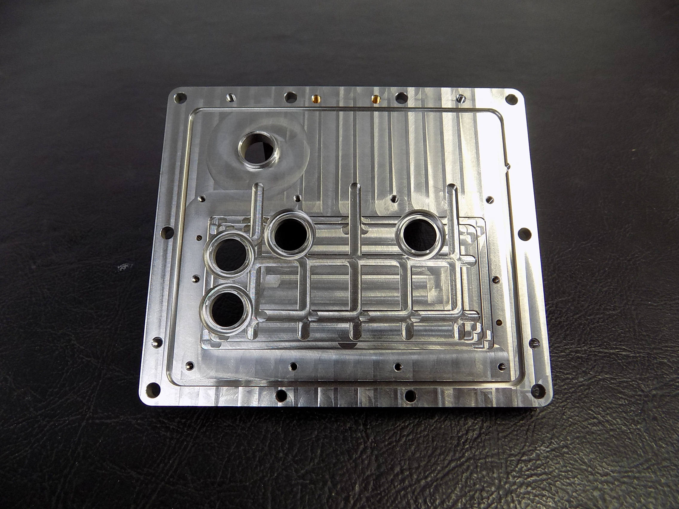 Thin SST backplate