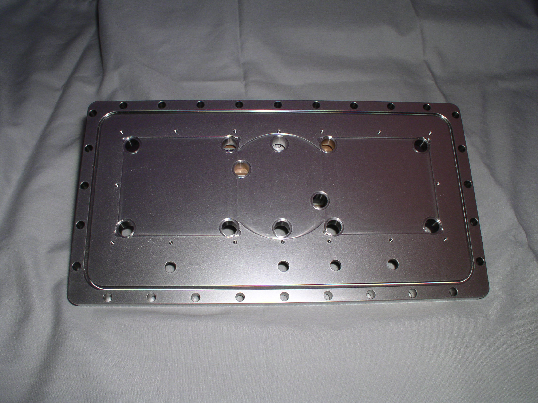 SST backplate with captive o-ring groove
